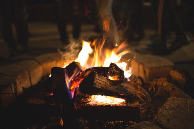 Oheň u karavanu